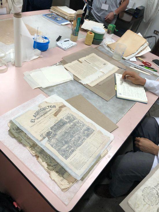 修復中の公文書