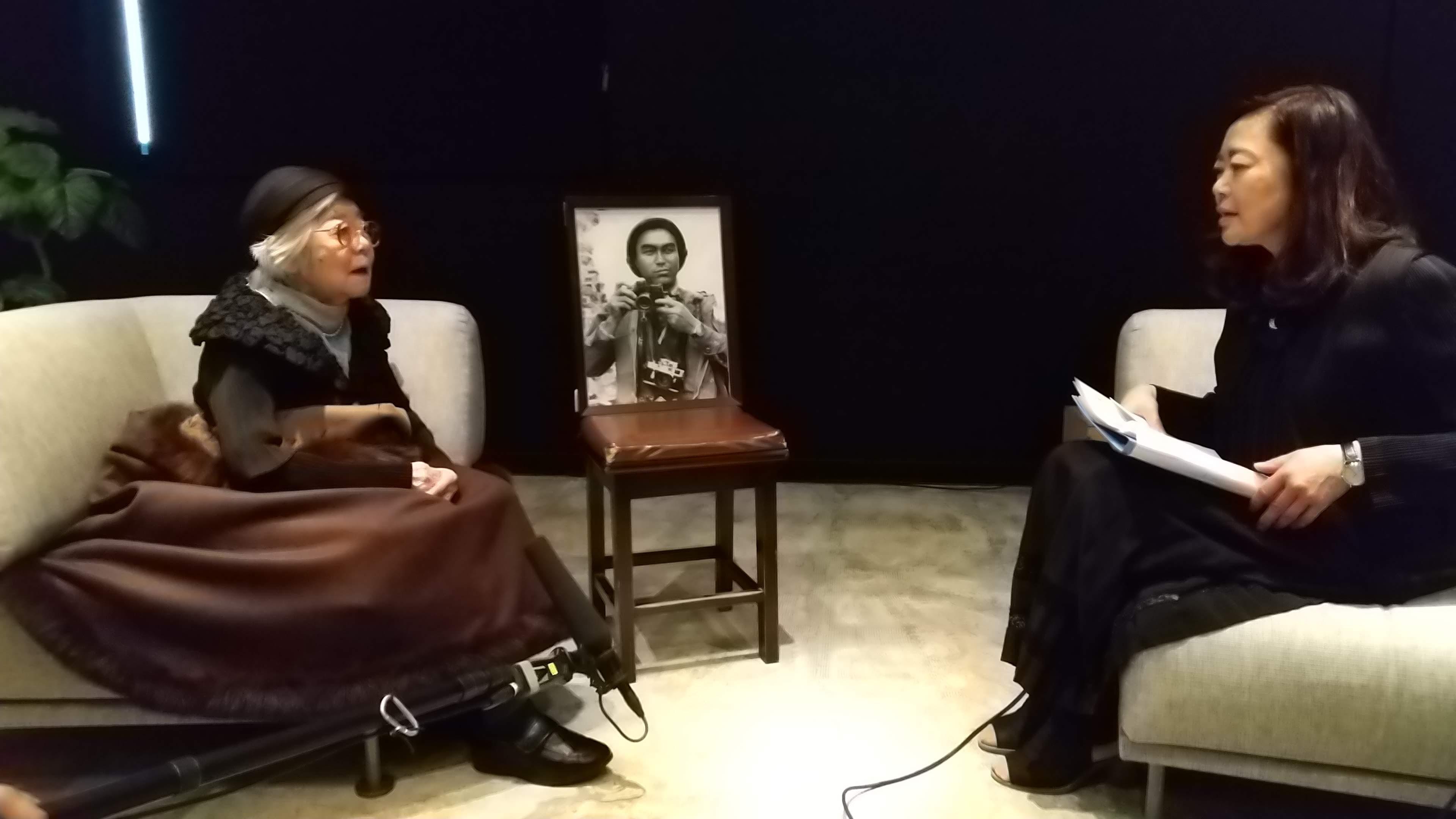 沢田教一の妻サタさん(左)は現在、故郷の青森県弘前市で暮らしている