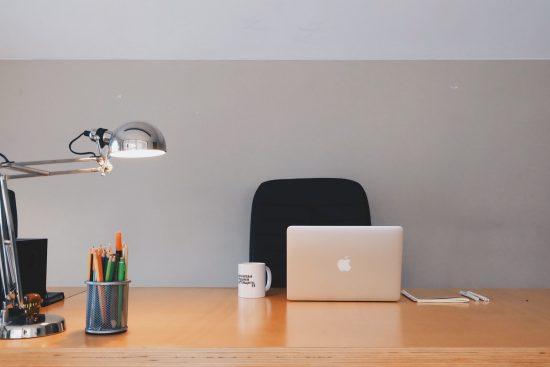 仕事机のイメージ画像