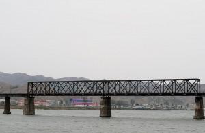 河口断橋から遊覧船でこの橋の下を通過する