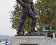 毛岸英の銅像