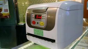 プラスチック箸を消毒する機械