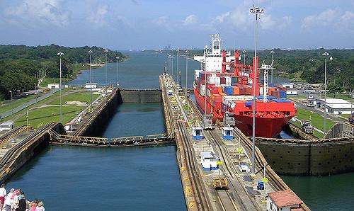 巨額の工費でパナマ運河拡張工事...