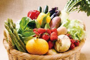 安心の地元野菜と果物のお任せセット