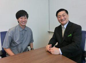 横浜国立大学大学院の原田拳也さん(左)と山口博氏