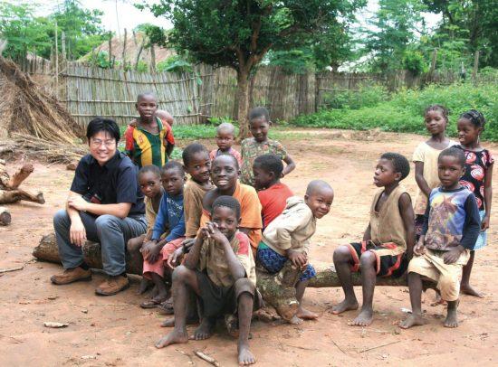 電気も通らないモザンビークの村...