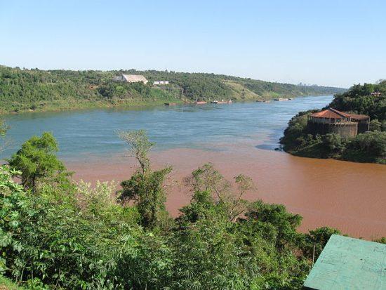 640px-Rio_Parana_Rio_Iguazu