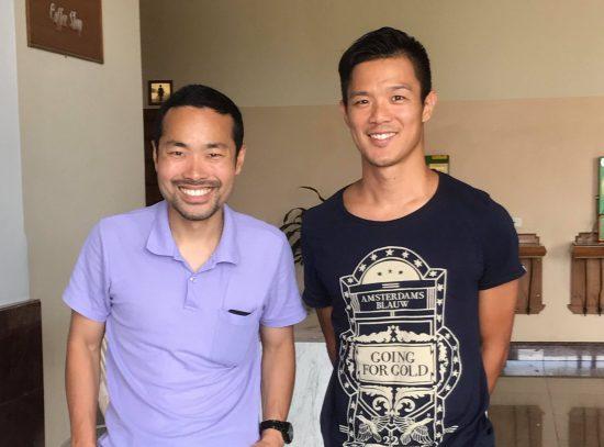 赤星貴文(右)と筆者