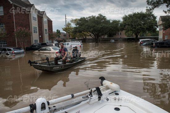 ハービーの上陸で水没した街