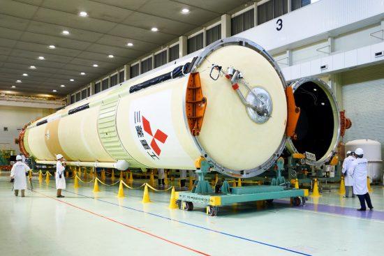製造中のH-IIAロケット40号機