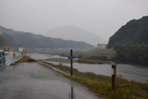 堤防増厚工事をしている春賀地区