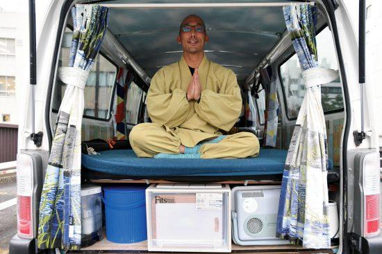 車暮らしの僧侶