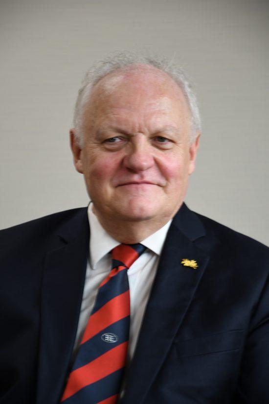 フランソワ=アスリノ財務上級監査官・人民共和国連合代表