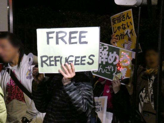 入管前抗議