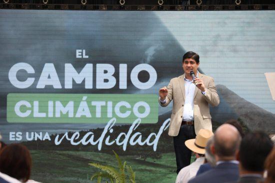 2月24日、脱炭素化国家計画を発表するアルバラード大統領