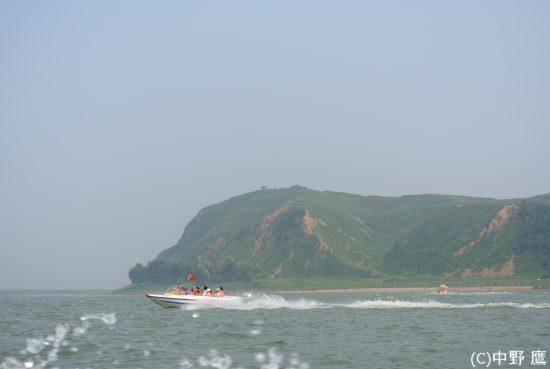 虎山長城近くのモーターボート