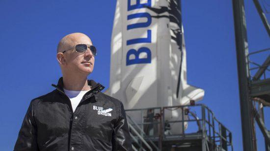 ジェフ・ベゾス氏と、小型ロケット「ニュー・シェパード」