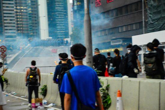 香港デモの最前線で