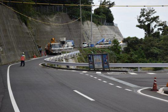 県道255号線亀浦トンネル発電所側