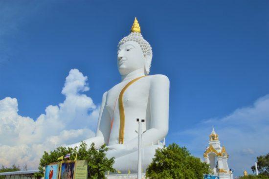 パイローンウア寺の白い大仏