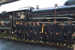 SLの職員とタイ国鉄の幹部