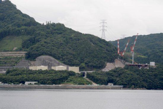 内浦湾より撮影した高浜発電所3