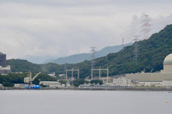 内浦湾より撮影した高浜発電所