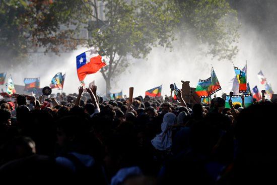 チリのピニェラ大統領への抗議デモ