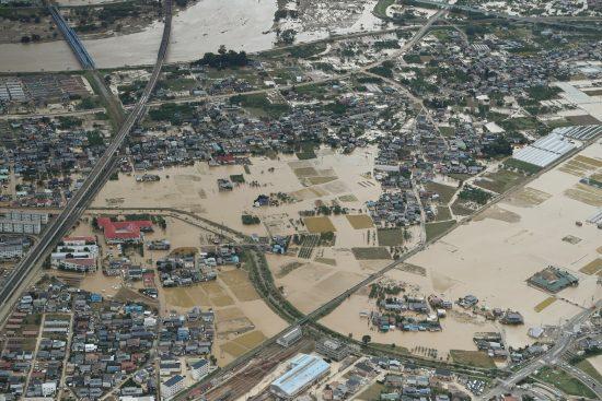 浸水した長野市篠ノ井付近