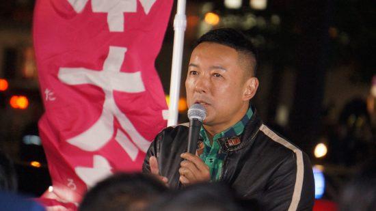 札幌市内で街頭演説をする山本太郎代表