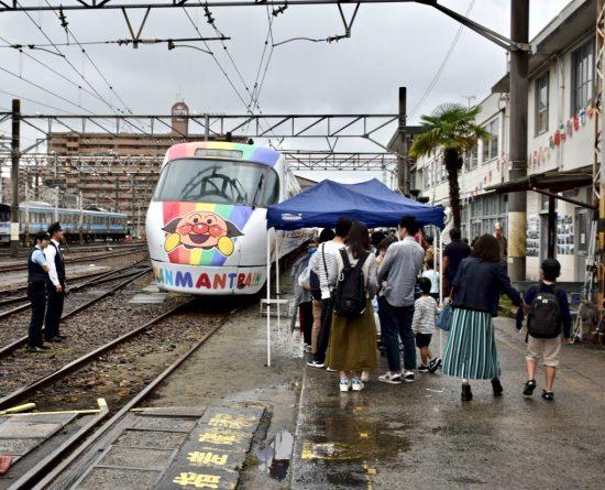 JR四国8000系アンパンマン列車