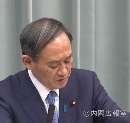 来年度の桜を見る会中止を会見で発表する菅官房長官