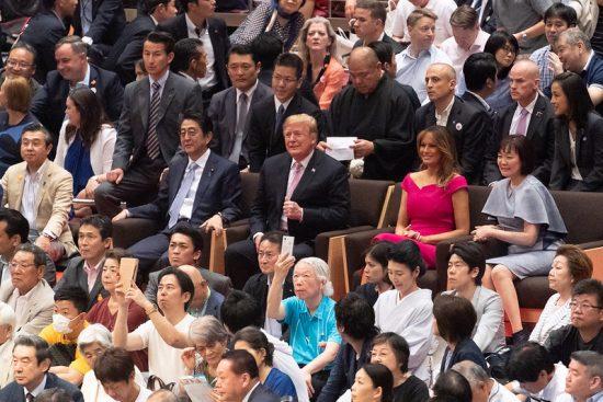 トランプ大統領夫妻をおもてなしする安倍首相夫妻