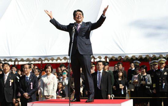 桜を見る会で挨拶する安倍晋三首相