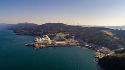 東側から撮影した伊方発電所空撮写真