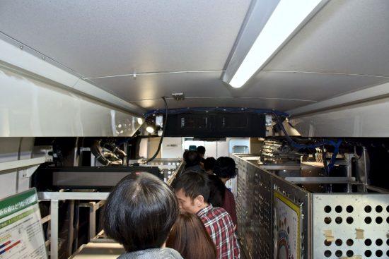 車体前半部測定機器室