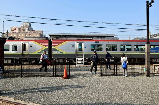 西条駅留置線で停車中のJR四国2700系