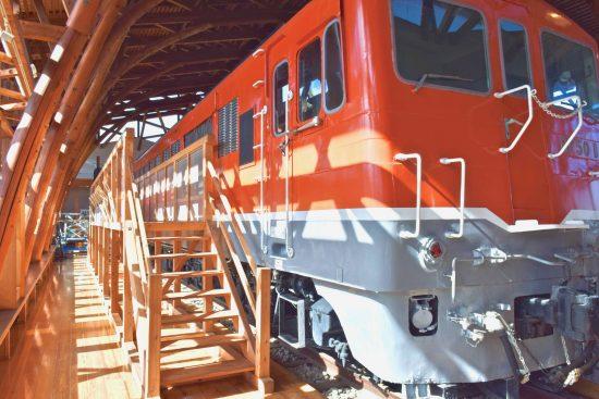 展示中の電気式ディーゼル機関車DF50-1