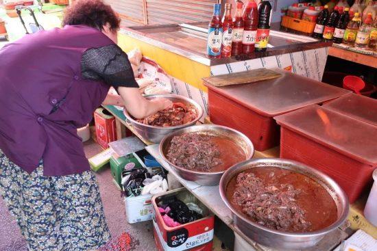 チャガルチ市場の塩辛屋