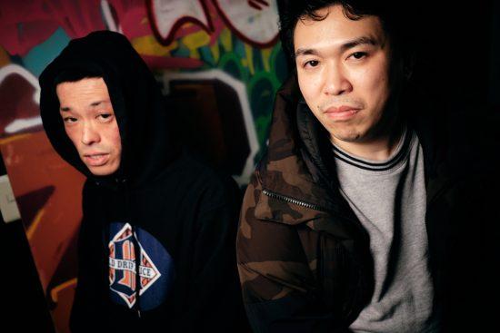 RAWAXXX(左)とMC正社員(右)