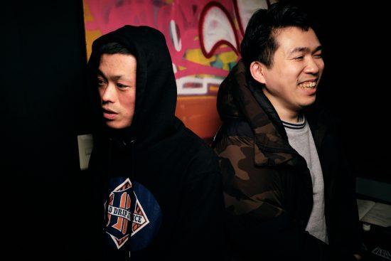 RAWAXXX(左)とMC正社員(右)<撮影/荒熊流星>