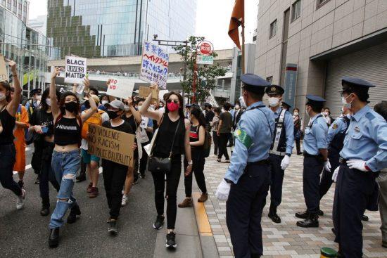 渋谷署前を通り過ぎるデモ隊