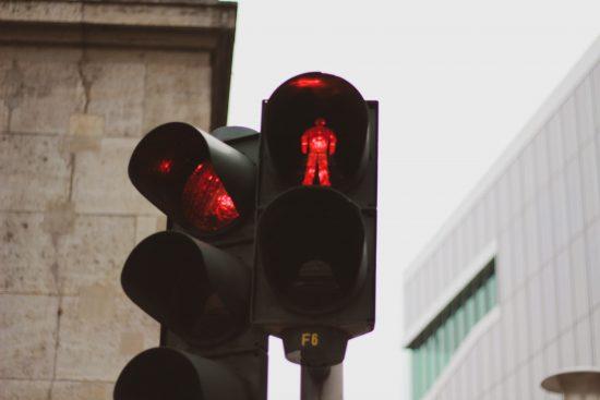 赤信号のイメージ