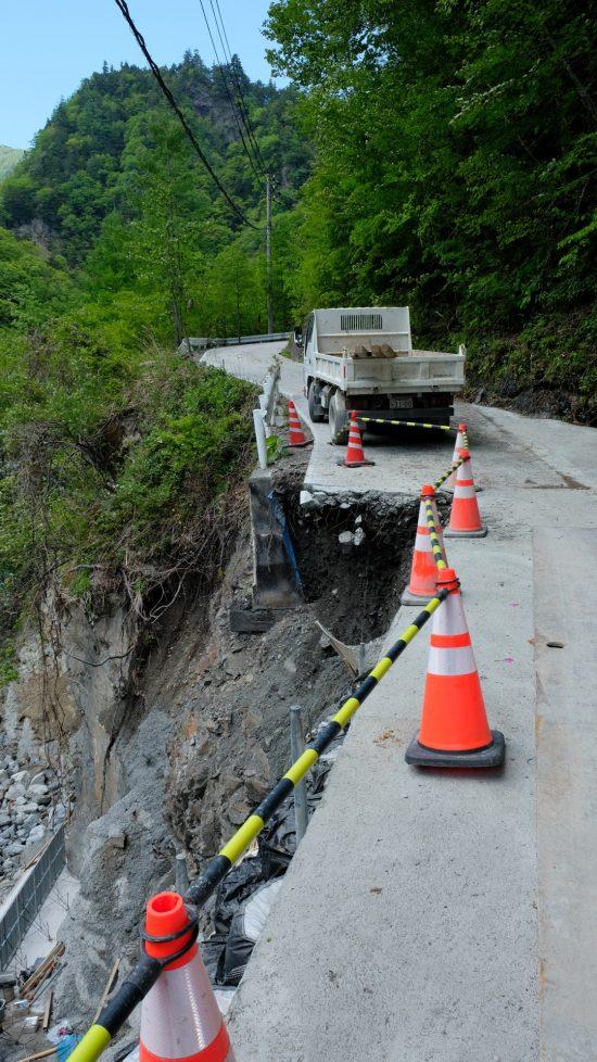 西俣建設予定地に至る林道