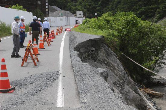 「小渋川非常口」に至る道路