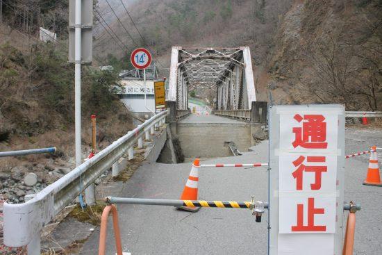 山梨県「早川非常口」に至る橋の手前