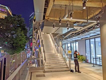 「階段」や「テラス」が設けられている
