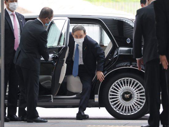 首相官邸に入る自民党の菅義偉総裁