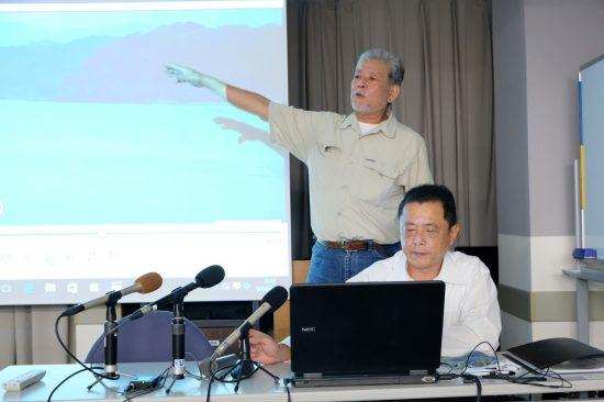 調査結果を公表した大原信明さん(後方)、土井秀輝さん