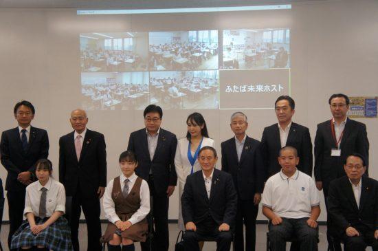 ふたば未来学園での交流会に参加した菅首相